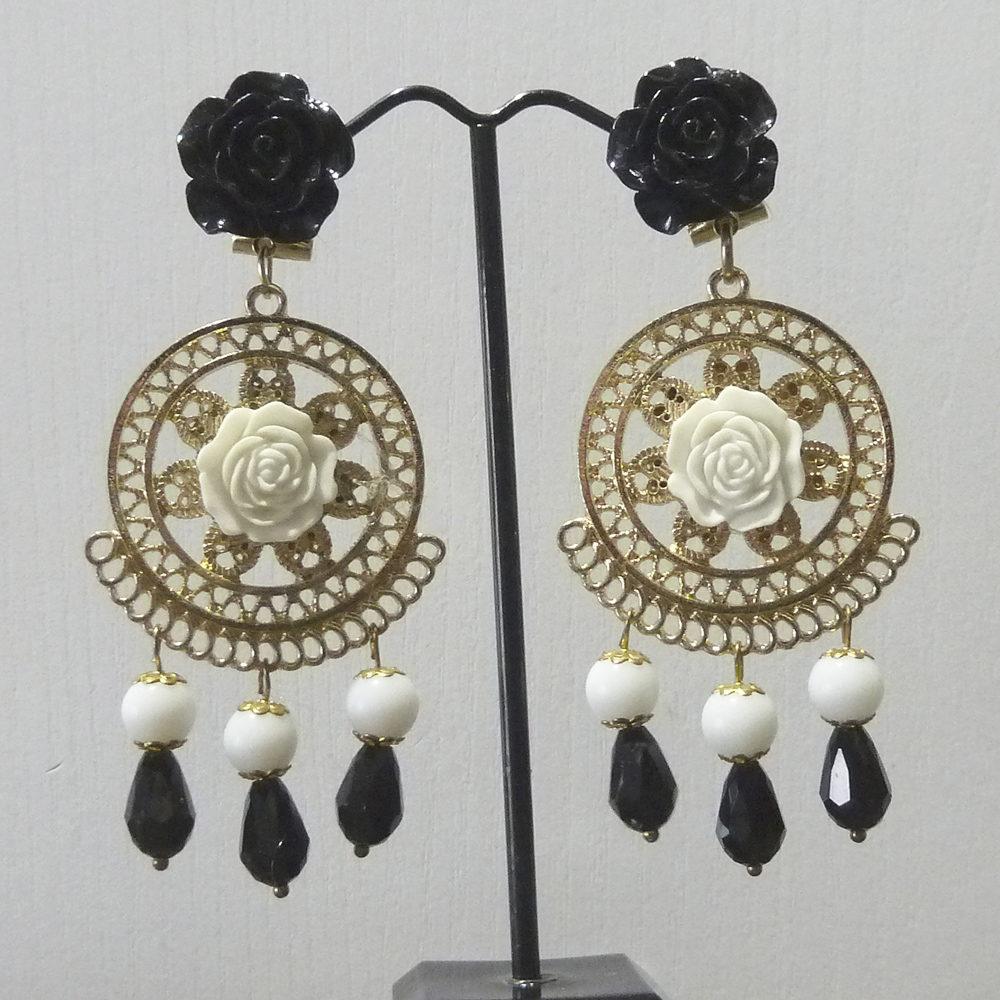 Pendiente flamenca dorado, blanco y negro