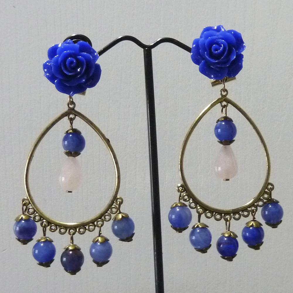 Pendiente flamenca metálico dorado viejo, blanco y azul